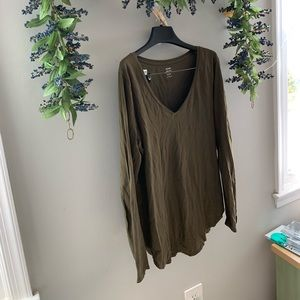 Old Navy Relaxed Fit // olive green long sleeve